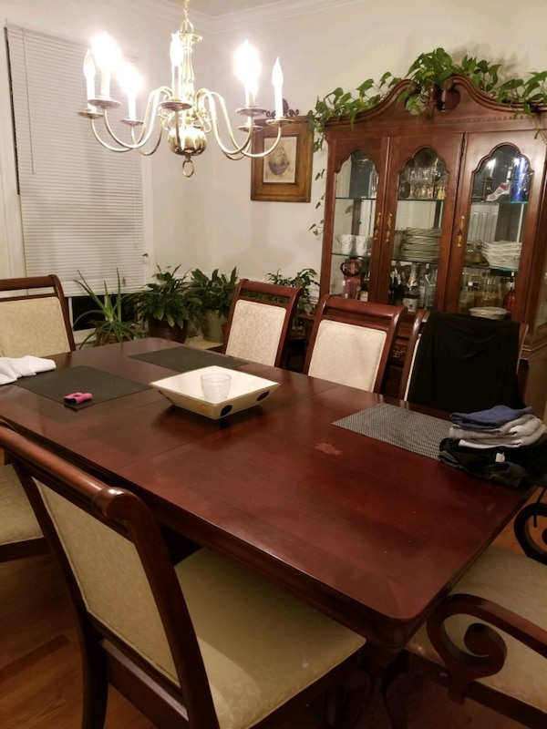 Dinning table and chairs. Cherry oak wood. e5545103-1a97-490b-9874-4a391c9f1365