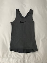 Women's Nike top, size medium. Like new. Has been worn 2 times only. Reg. 79$ 798 km