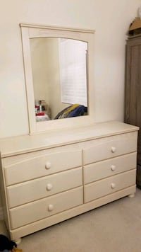 MOVING SALE:PERFECT CONDITION CHEST WITH MIRROR Oakville