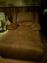 brown suede 2-seat recliner sofa Springfield, 45504
