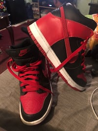 pair of red-and-black high top sneakers Los Angeles, 90011