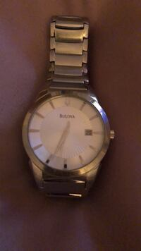Round silver-colored analog watch with link bracelet Montréal, H4N 1L4