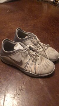 pair of white Nike low-top sneakers Conway, 72034