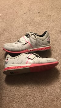 Reebok weight lifting shoes size 9 East Stroudsburg, 18301