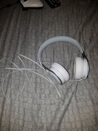 white Beats by Dr. Dre corded headphone
