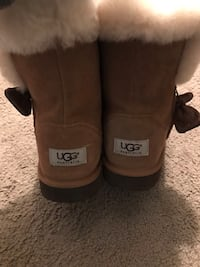 pair of brown UGG boots Springfield, 22152