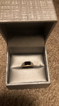 Yellow gold ring with onyx stone and diamond,18k , size 6