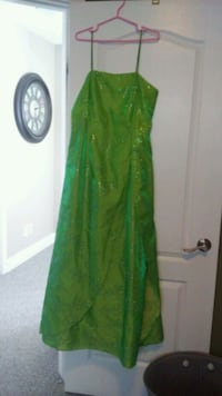 Size 13/14 formal dress Airdrie, T4B 3A1