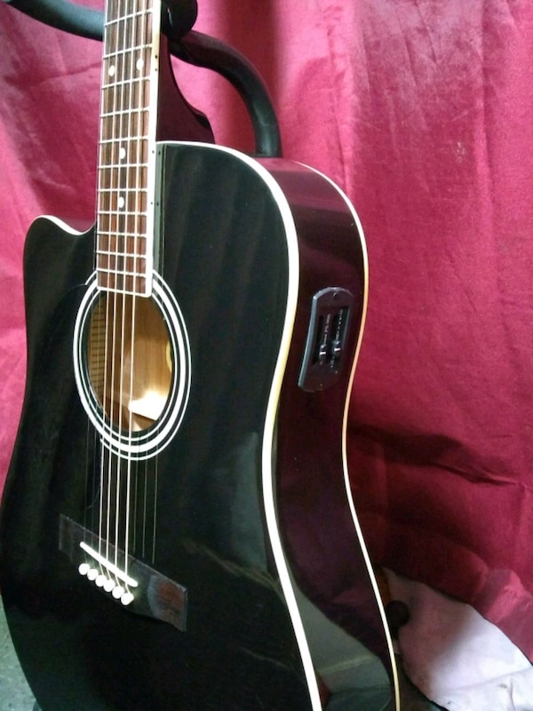 used r w jameson acoustic electric guitar w case for sale in attleboro letgo. Black Bedroom Furniture Sets. Home Design Ideas