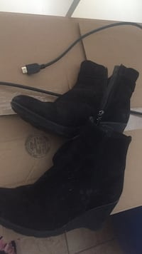 pair of black suede boots Ottawa, K1J 7T4
