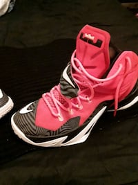 Lebrons size 10 Louisville, 40118