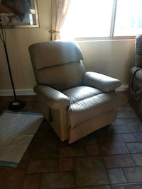 Leather recliner Palmdale, 93551