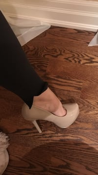 Unpaired brown patent leather heeled shoes!! Toronto, M9C 1J5