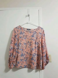 Pink floral blouse size small Vancouver, V5S 2N8