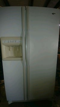Amana side by side refrigerator w/ icemaker