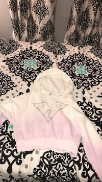 Authentic Cropped guess sweater Brampton, L6Y 2H5