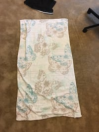 white and teal floral textile 坦帕, 33612