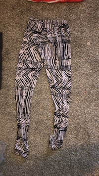 Soft black and white leggings  Midwest City, 73110