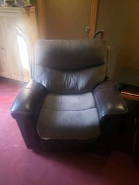 Recliner leather Hamilton, L9B 1N1