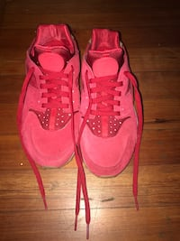 Pair of red-and-white Nike Huarachy Peekskill, 10566