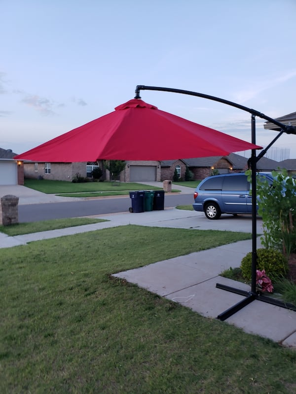 10 F Outdoor Umbrella With Metal Base  8