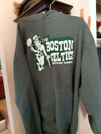 Boston celtics hoodie size exl  Shearwater, B0J 3A0