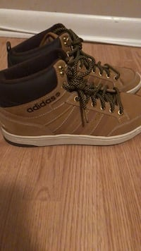pair of brown leather low-top sneakers Gulfport, 39503