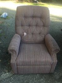 LAZY BOY recliner just need clean, have little rips but not affected in nothing $20 Florence, 29501
