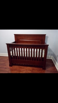 Crib bed and drawers great condition