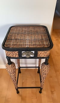 End Table Chicago, 60654