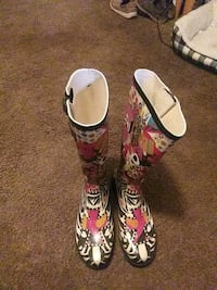 pair of white-and-red floral boots Semmes, 36575