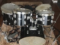 PEARL drum set/ ready to add your own cymbals