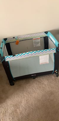 Bed comes with attached bassinet  Bladensburg, 20710