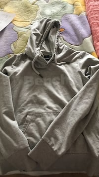 Size M but fits small women's Bench hoodie
