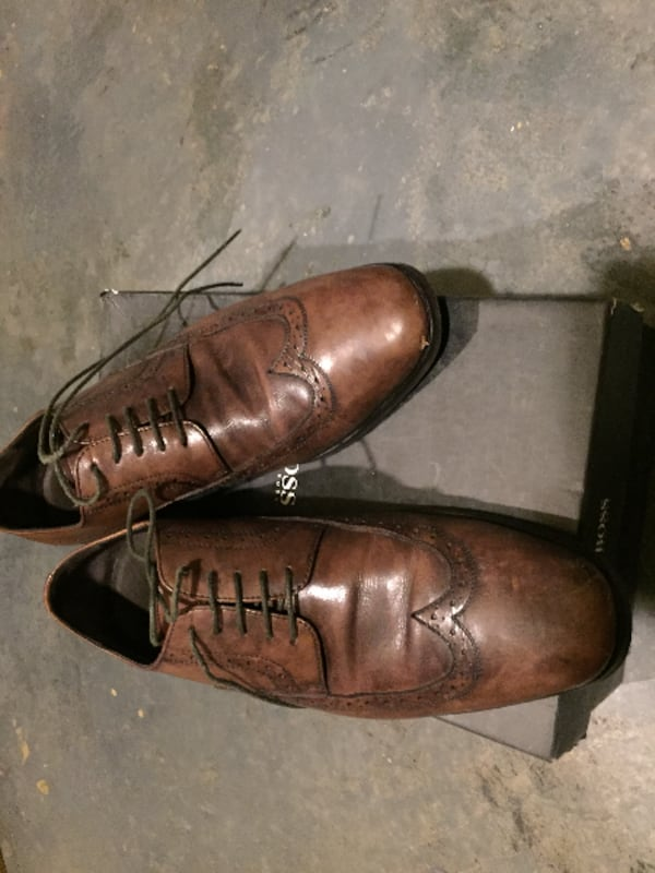 pair of brown Hugo Boss wingtip shoes with box 1b080dce-8eef-447d-8b17-1296f0c6479b
