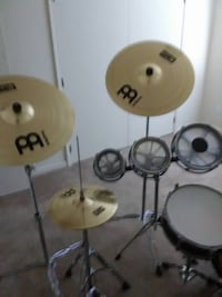 used remo roto toms and 2 boom stands 2 18 inch crash cymbles SELMER
