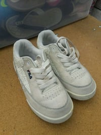pair of white Nike low-top sneakers Silver Spring, 20906
