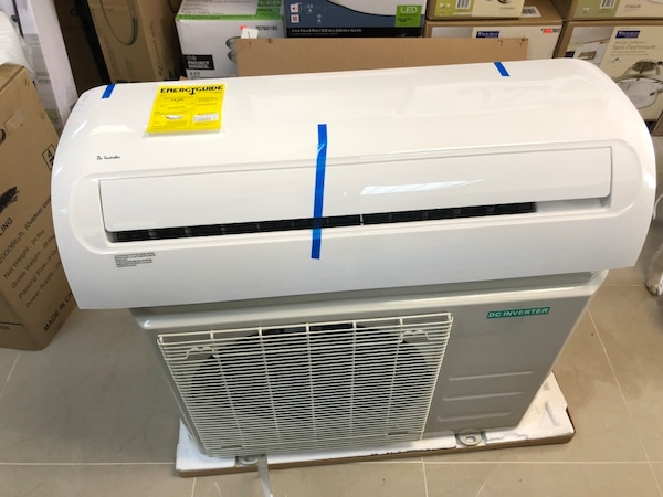 12,000 BTU mini split AC unit 220 V