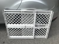 Baby/pet gate in perfect working order Toronto, M1K 4S3