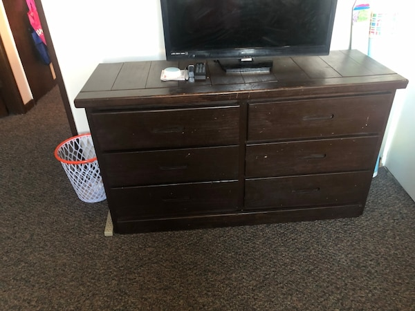 Used Black Wooden Dresser Matching Desk With Drawers Tv Does Not Come For In Lansing Letgo