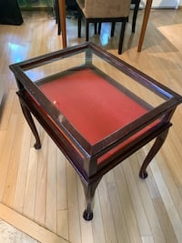 QUEEN ANNE STYLE GLASS TOP DISPLAY CURIO TABLE Edmonton, T5H 1R3