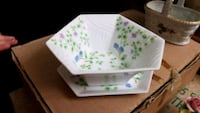 white and green floral ceramic plate Montréal, H3S 1E8