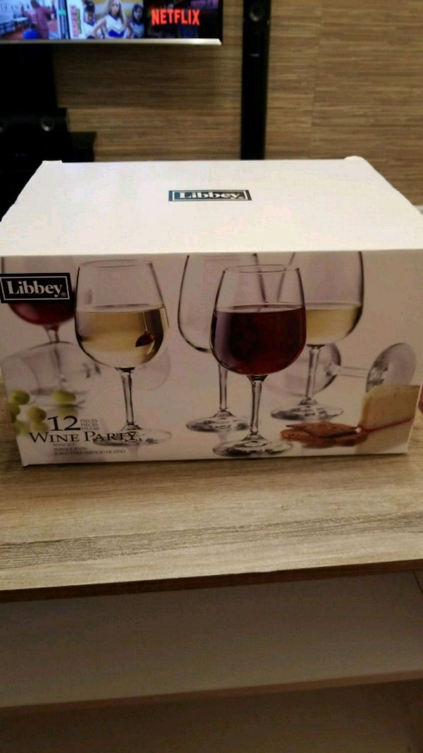 Set of 12 red wine glasses.brand new