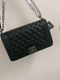 quilted black Chanel leather crossbody bag 2062 mi
