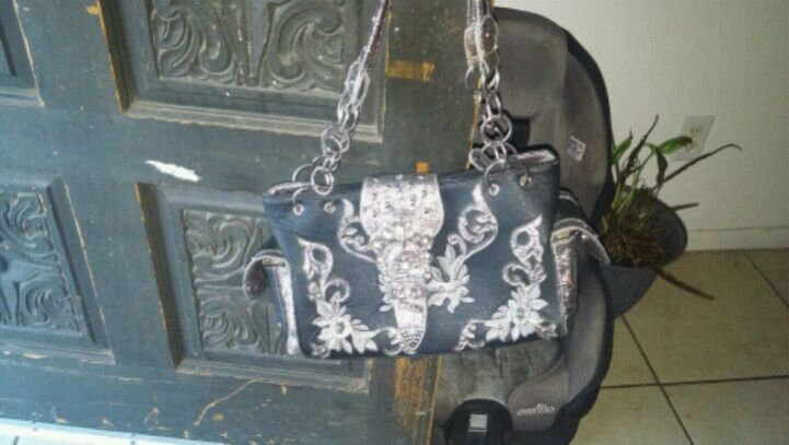 Photo Black and white floral leather Western purse