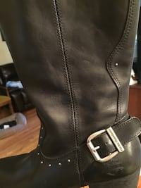 unpaired black leather knee-high boot Montréal, H4V 2H2