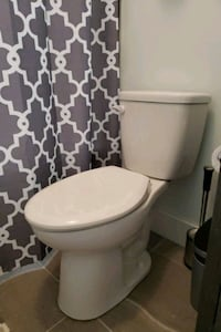 3 x White toilets 1.28 gpf. Soft/slow close seat Alexandria, 22309