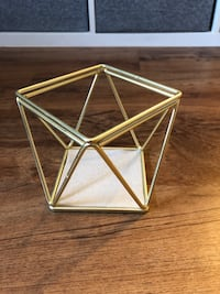 Umbra Gold Geometric Candle Holder Red Lion, 17356