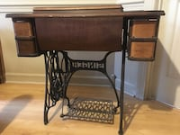 Antique Singer Sewing machine. You must come pick it up! Byram, 39272