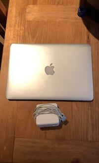 MacBook Pro 13inch 2015 (some screen damage) North Vancouver, V7N 4M9